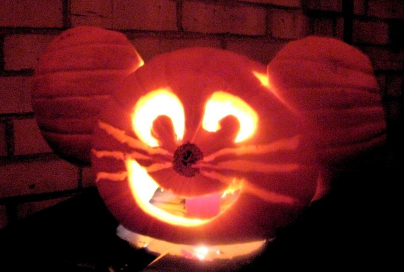 mouse-o-lantern carved by Wubbo 2012